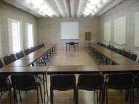 Зал для конференций и переговоров на 100 человек рядом с городом