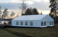 Корпоративный шатер на берегу озера