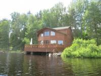 14ти местный большой коттедж с террасой на берегу озера